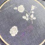枕カバーに薔薇の刺繍